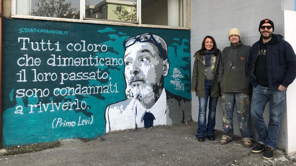 Un Murales dedicato a Primo Levi realizzato all'esterno della sede comunale nell'ambito del progetto 'START GRAFFITI LOVERS'