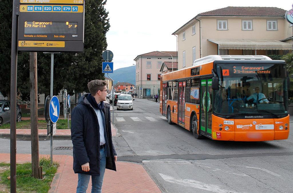 Autobus, ecco le paline intelligenti con informazioni in tempo reale