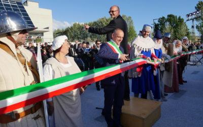Inaugurata la nuova piazza Aldo Moro davanti a oltre 1000 persone